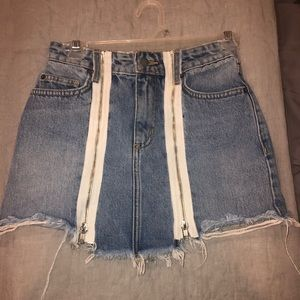 Carmar denim skirt w white zippers